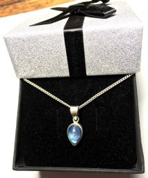 A FREE CHAIN AND 20% OFF this Rainbow Moonstone pendant & chain 925